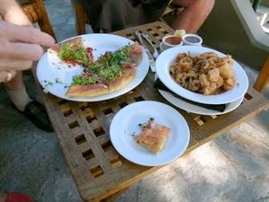 Smokedsalmonpizza&calamari